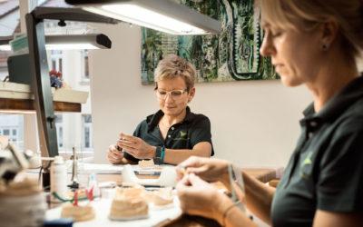 MODERNE ZAHNMEDIZIN | Deutscher Zahnersatz, hergestellt in unserem Praxislabor 🦷👭